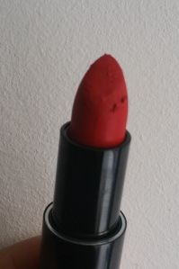 Lin and Lo Matte Lipstick Colour Real Red bits