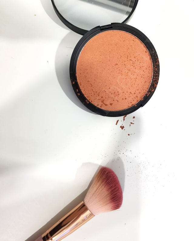 Give them Lala Beauty Aloha Bronzer